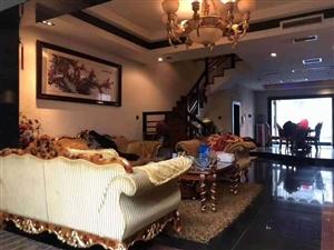 豪华装修,身份的体现!全实木地板,家具!