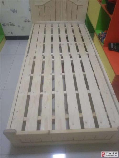 實木單人床?,無味。全新。寬1米??長2米?高35cm