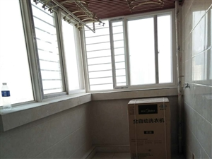 荣华小区3室2厅2卫118万元