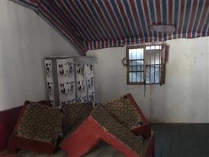 光明路,一楼一个厨房一个卫生间一个房间二楼一个房间
