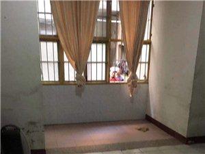 兴浦路,兴业银行附近,1楼,2房1厅1厨1卫1空坪