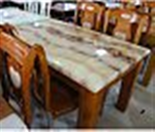 9成新大理石餐桌出售