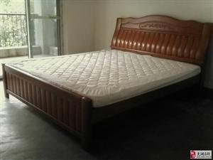 出售95成新1.8*2m床附送床头柜
