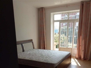 春港花园3楼120平两室通厅2000元中装干净齐全