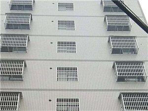 来凤县常德街机械厂大酒店后面右行100米处,整栋新