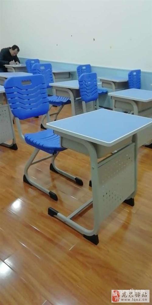 9成新蓝色课桌椅(有单人座也有双人座)