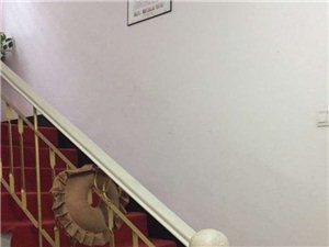 和平小区5室2厅3卫2750元/月