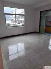 房屋出租,城西岭背,4楼,面积150平,4室2厅2卫916元