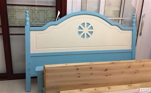 藍色地中海風木床,1.8米,無床頭柜(若需要床頭柜可代買,200元/個),因買錯尺寸,家里放不下,現...