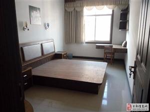 三中附近4室2厅2卫1500元/月