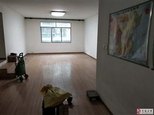 东城转盘3室2厅1卫58万元