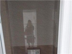 維也納電梯房中層2室2廳1衛家電齊全拎包入住