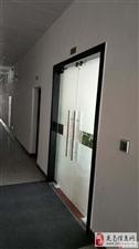 中央城精装修写字楼,办公设备齐全,2100哟