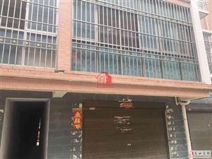 龙鑫小区3室2厅2卫78万元,带30平方车库