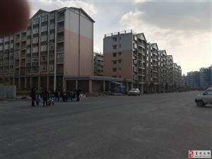 东湖上城小区旁边安置房出售4室2厅2卫54万