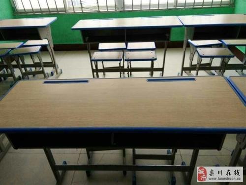 出售课桌椅子数套、吧台一个
