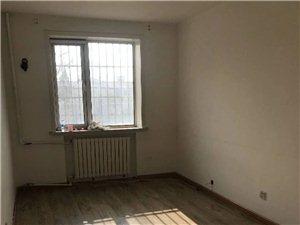 兴安里2楼143平米大三室干净2200每月适合陪