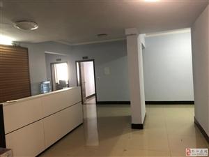 农机大厦12室1厅2卫6000元/月