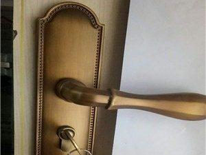鄱阳县开锁多少钱-24小时换锁汽车开锁