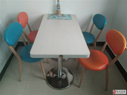 出售九成新餐用桌椅280元一套