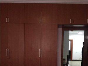 和緣小區精裝3室2廳1衛1050元/月