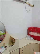 二中附近三楼、单间带独立卫生间、设施有:床、空调