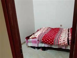 茅臺小區第三排2室1廳1衛1500元/月
