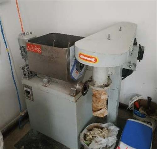 八成新辣条机器,拌面机,保温桶,便宜处理有要的