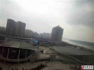 房东因工作调动诚心出售康安江城精装两室江景房了