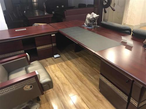 全新真皮红木办公家具,因搁置全部二手价亏本处理