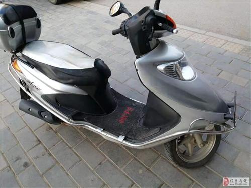 本田125踏板摩托车