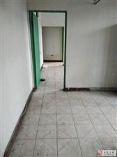三春里4楼不顶,三室63平,看房方便有钥匙