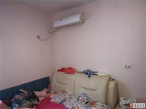 家具家电空调齐全,关门卖,拎包入住!户型方正大气!