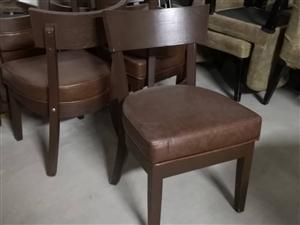 低价出售二手皮椅、四角凳,低价甩买!