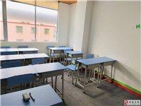 全新課桌和椅子,9成新辦公臺和椅子。