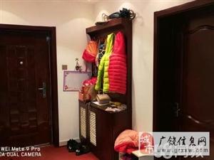 东方丽景1楼138平97万,带储藏室,证满5年