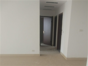 百泰中央花园3室2厅2卫115万元