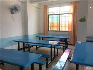 10座桌凳一体每张300元13879712025