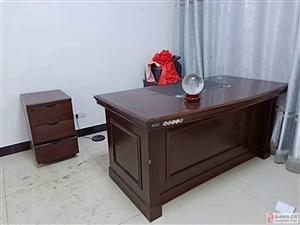 有一批八成新的桌子、椅子、柜子