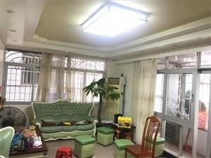 中山花园3室2厅2卫135万元
