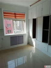 正和小区4楼75平精装带家具+空调冰箱800元/月