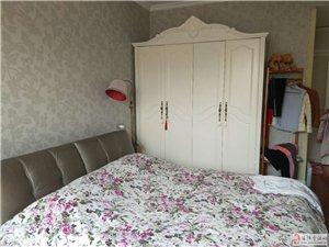 中成皇家花园3室2厅2卫精装修双证能贷款