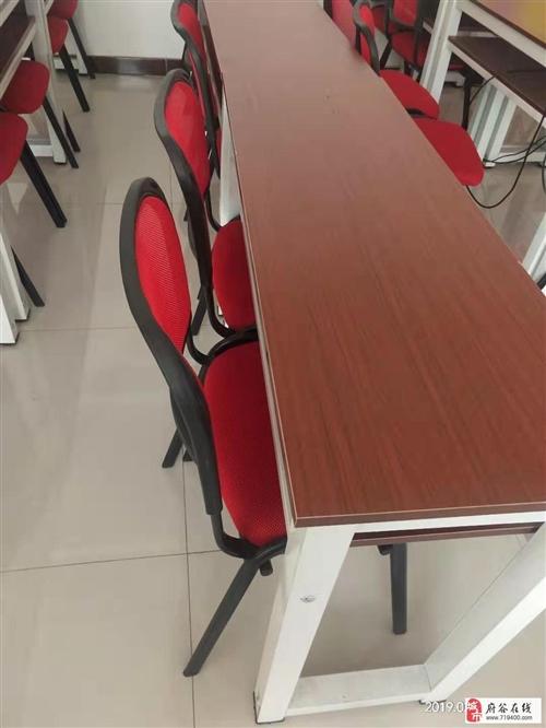 全新桌椅,可用作培训