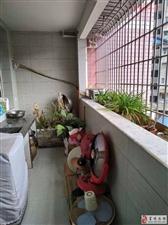 华英花园精装房拎包入住三楼急售3室2厅2卫63万
