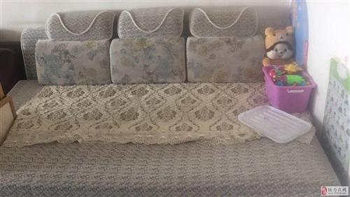 出售抽拉式沙发床,9.9成新,买不到一年