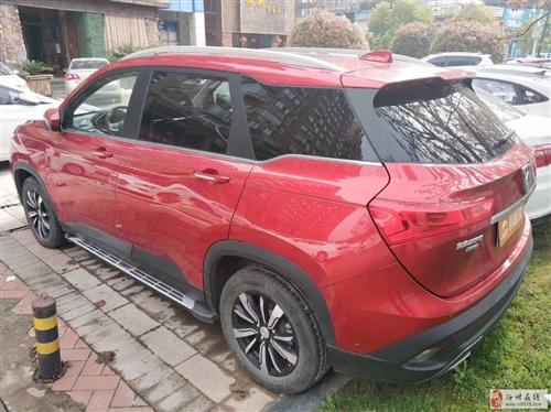 寶駿53018款1.5T手動尊貴版紅色外觀