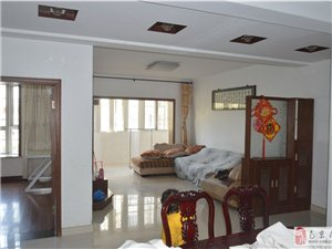 龙山小区105平方2楼3房2厅精装3部空调冰箱