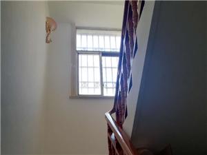 紫水小区单门独院5室4厅3卫165万元