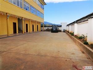 泸沽湖大道一标段新建医院对面有一整栋房屋出租