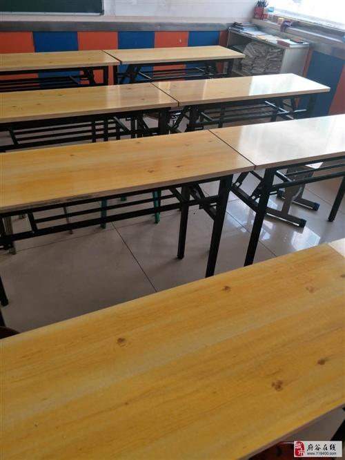 低價出售培訓班桌椅,黑板,電腦,等辦公設施。